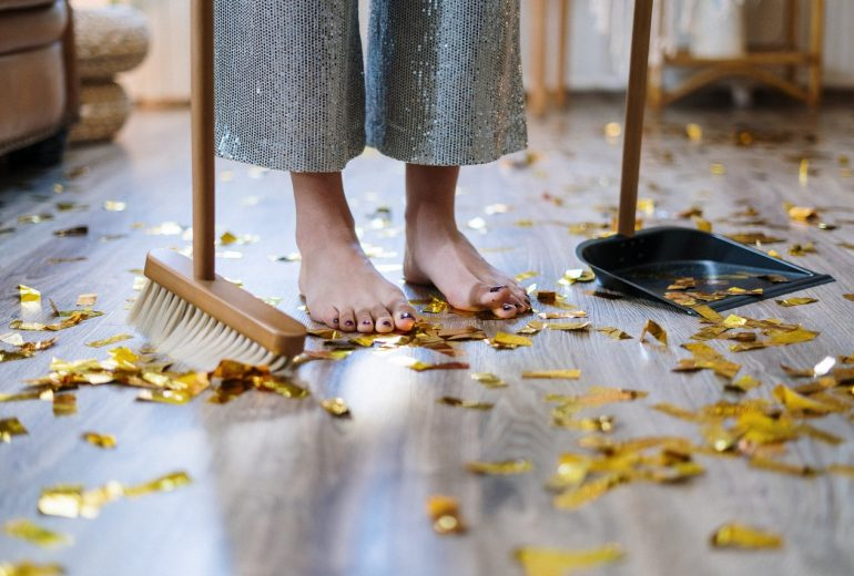 Here's a Checklist for Cleaning a Home If It's Your First Time