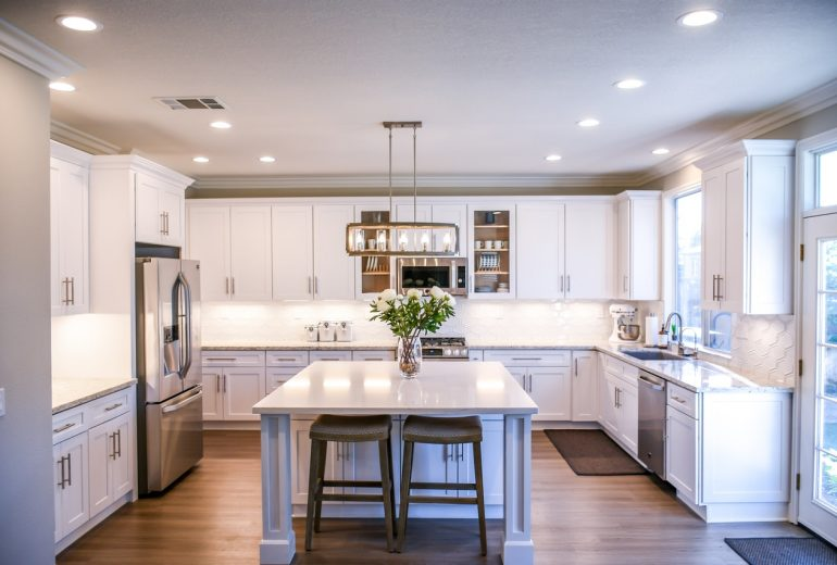 3 Reasons to Choose Weekly Home Cleaning Services over Monthly
